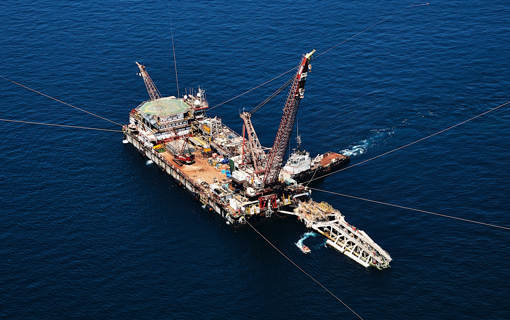 <p>Construction rig n the Persian Gulf</p>